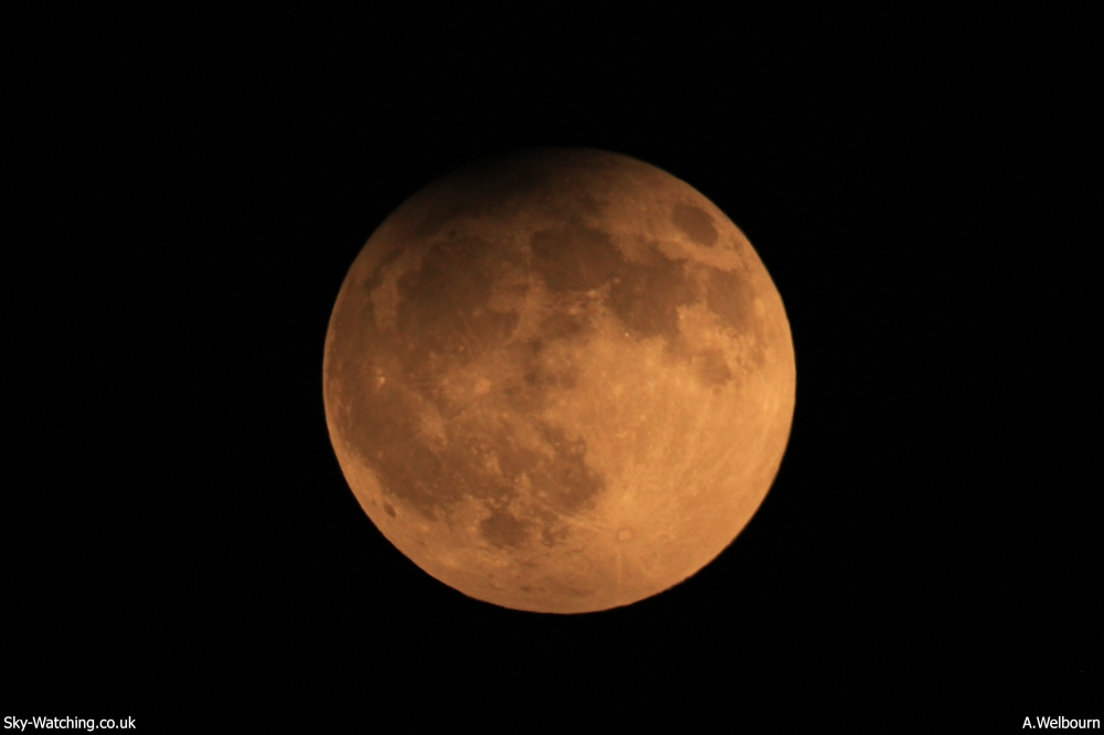 On 25th April 2013 the Full Moon also experienced penumbral eclipse, shown above at 20:22 UTC (21:22 BST) with the Earth's shadow visible across the northern edge (click to enlarge) – Credit: Sky-Watching/A.Welbourn